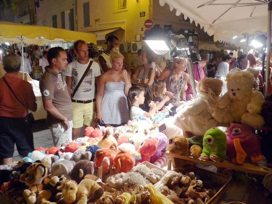 Marché nocturne de Sainte-Maxime.
