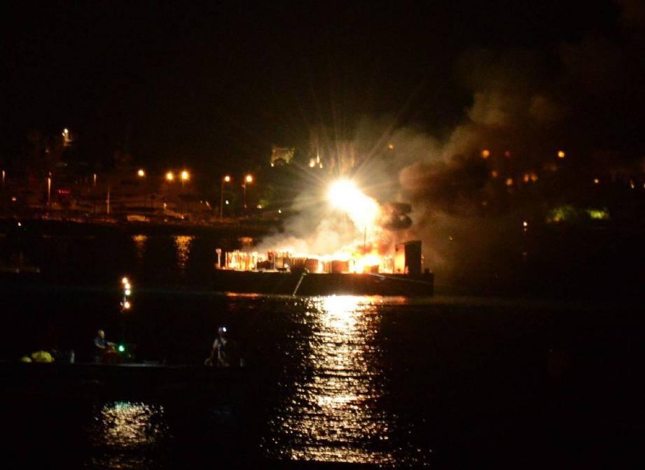 Le collectif français EFC Événement a « mis le feu » mardi dernier, prolongeant bien involontairement son show pyrotechnique de plus de 45 minutes...