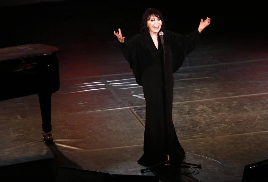Son dernier album Ça se traverse et c'est beau est sorti voici plus d'un an, mais la formule fonctionnait comme jamais, mercredi soir, au Théâtre de Verdure de Ramatuelle.