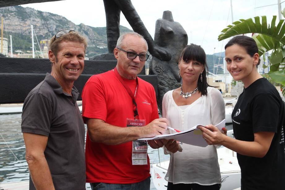 Jacques Pastor. François Charrier, Lise Bricoux et Maruska Menichelli, unis pour la bonne réalisation du spectacle pyromélodique.