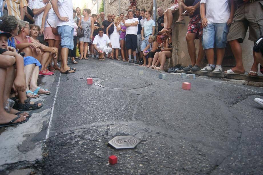 Qui sera le roi des boules carrées version 2013 dans les ruelles du vieux-bourg ?