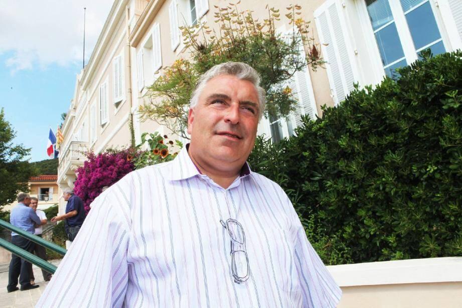 Frédéric Cuvillier, ministre délégué chargé des Transports, de la Mer et de la Pêche, suit pas à pas le dossier Pampelonne. Il était hier en mairie de Ramatuelle.