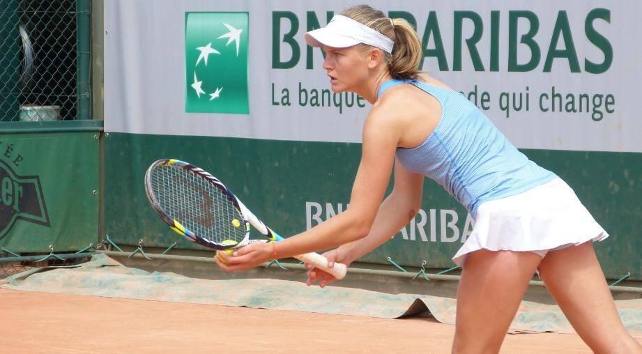 Très concentrée, Fiona Ferro : la Valbonnaise, licenciée au Nice LTC, est devenue championne de France 15/16 ans à Paris. (Photo. J.L.)