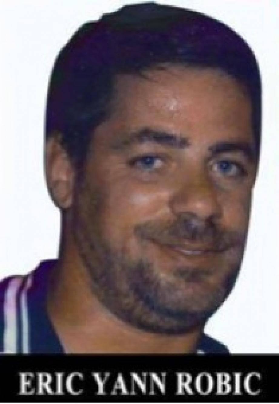 Lee Zeitouni, jeune Israélienne de 25 ans, avait été renversée en 2011 par une voiture occupée par Eric Robic et Claude Khayat à Tel-Aviv en Israël. Ils avaient alors regagné précipitamment la France, pour fuir la justice israélienne.