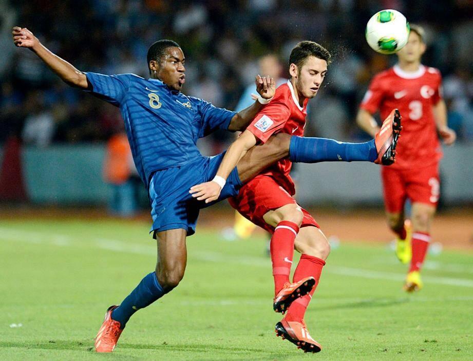 Un titre de champion du monde U20 (ci-dessus, contre la Turquie), une première selection avec les Bleus de Didier Deschamps et une arrivée à Monaco : l'été aura été chargé pour Geoffrey Kondogbia.Epa/MaxPPP