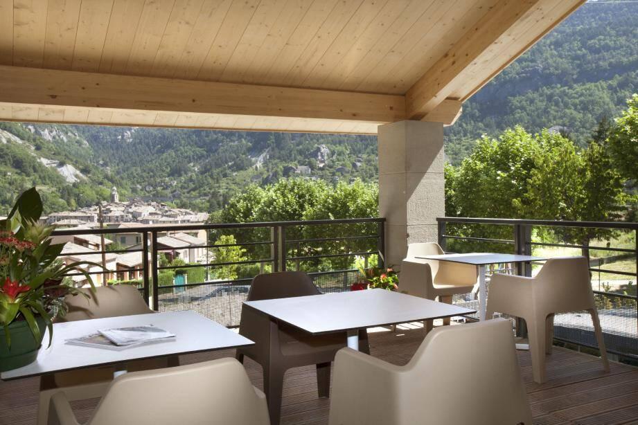 Une vue imprenable sur la vallée d'Annot pour ce havre de paix bien implanté dans le site.