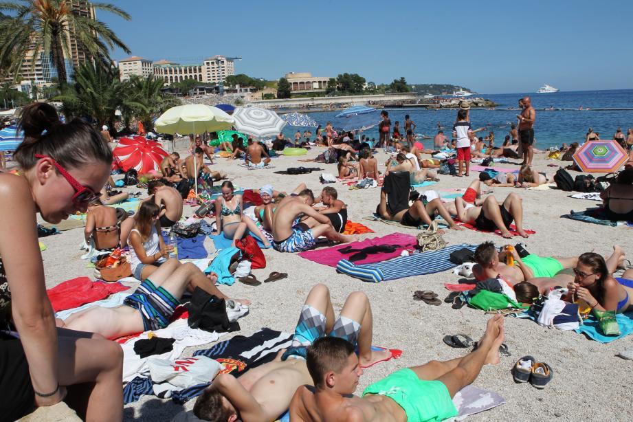 Les vacanciers viennent en nombre profiter des plages du Larvotto