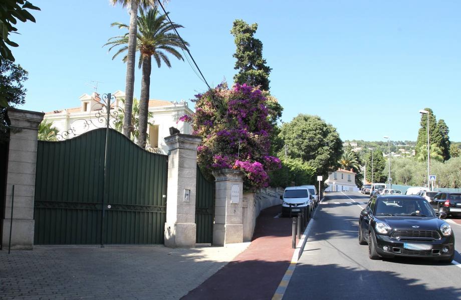C'est derrière cet imposant portail, au 3, avenue de Bénéfiat, que s'est déroulée une soirée organisée par des Qataris. À 1h50, ils ont reçu la visite de la police.