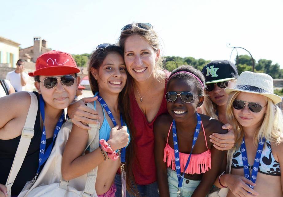 sur l iles sainte marguerite avec un groupe d'enfants des oubliés des vacances