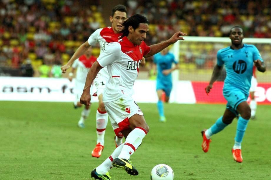 Falcao a inscrit un doublé et l'AS Monaco a surclassé Tottenham.