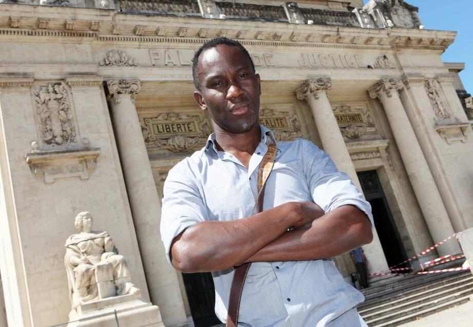 Stéphane S. habite Toulon. La justice a fermement condamné ses agresseurs.