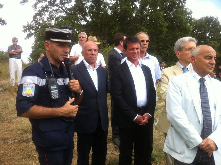 Manuel Valls, en compagnie d'Éric Ciotti, président du Conseil général des Alpes-Maritimes.