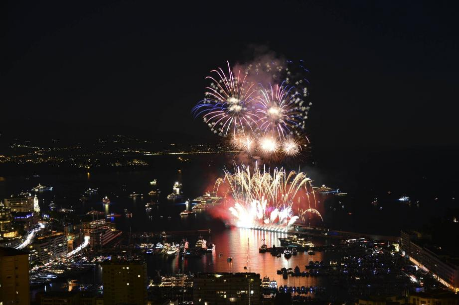 Hier soir, la Chine a clôturé le concours de feux d'artifice de l'été mais n'a pas su convaincre le jury.