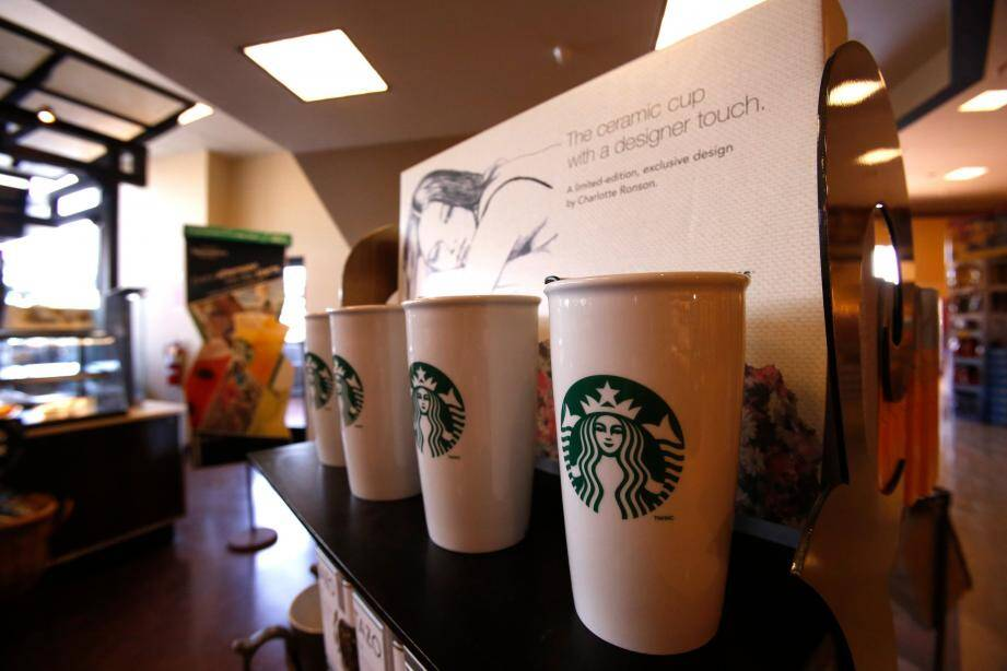 Un café Starbucks en Californie.