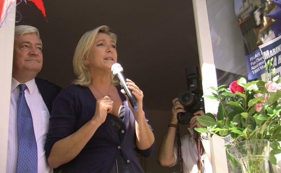 Venue à Hyères pour inaugurer la permanence de Bruno Gollnisch, candidat aux prochaines municipales, Marine Le Pen s'est exprimée sur l'affaire du bijoutier de Nice qui a abattu l'un de ses agresseurs.