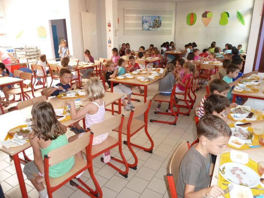 A l'école de Garbejaïre, les enfants ont découvert leur nouveau prestataire.