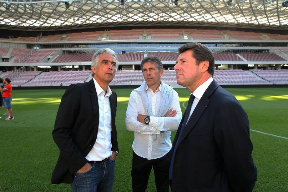 Jean-Pierre Rivère, Claude Puel et Christian Estrosi appréciant les lignes harmonieuses de l'Allianz Riviera.