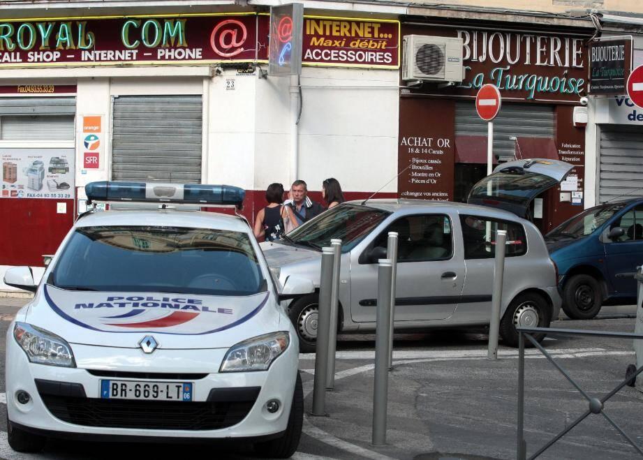 Le braquage mortel de la rue d'Angleterre, mercredi matin à Nice, a déclenché une onde de choc et un débat enflammé autour de la légitime défense.