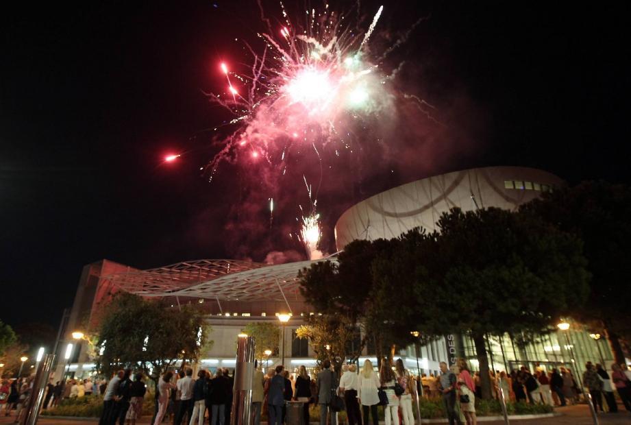 Ambiance jazzy, hier soir, à Juan pour l'inauguration officielle du nouveau palais des congrès. Un outil majeur pour le développement économique de la ville avec la perspective d'étendre la saison bien au-delà de l'été grâce à la venue de congrès médians.