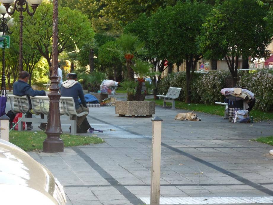 Le square Colonel-Jeanpierre, rue Trachel, s'est vidé de ses habitués. Les habitants réclament la présence de gardiens de parc.