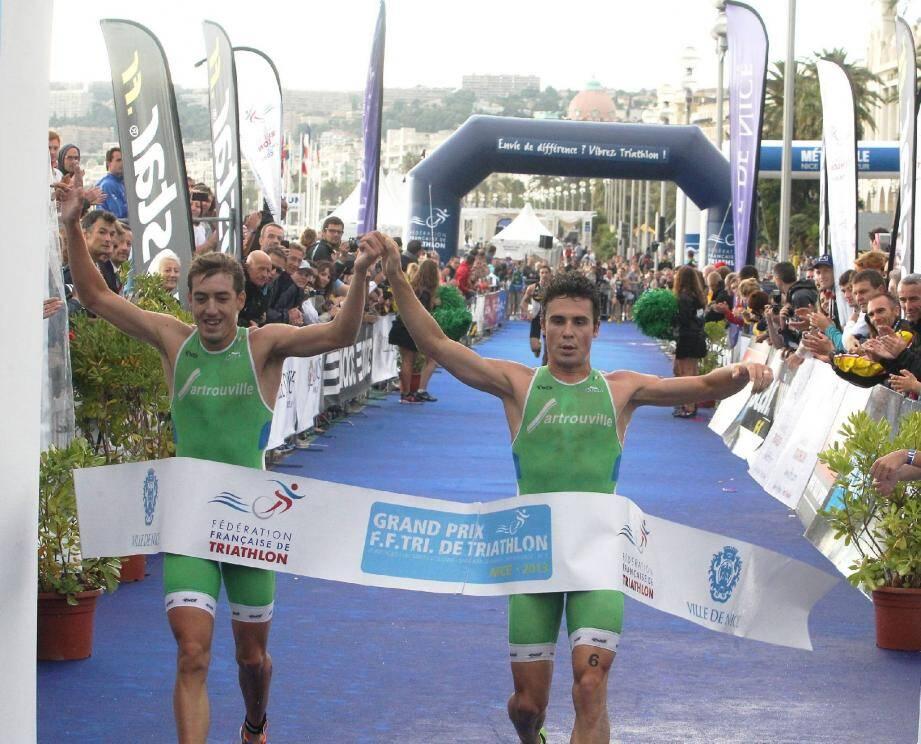 En tenues de Martiens Javier Gomez (à droite) et Fernando Alarza (à gauche) n'ont laissé que la troisième marche du podium à Vincent Luis pour être sacré champion de France.(Ph. Richard Ray)