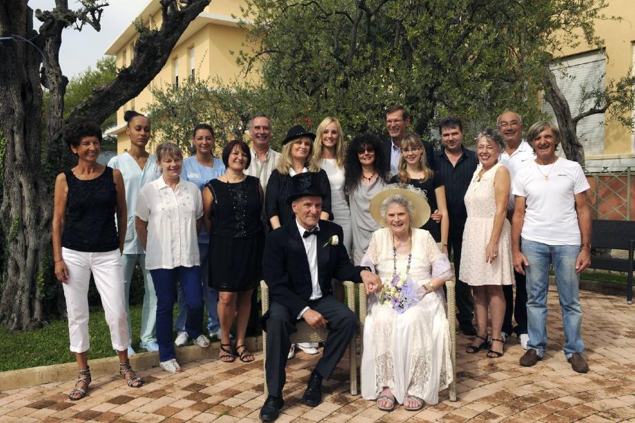 Entourés de leurs proches et du personnel de la maison de retraite Orsac Montfleuri, Yvette et René se sont dit « oui » au cours d'une journée pleine d'émotion.