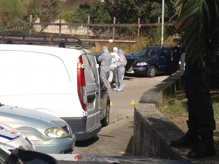 La victime venait de participer à une réunion de chantier. Elle a été prise pour cible au moment de quitter les lieux à scooter.