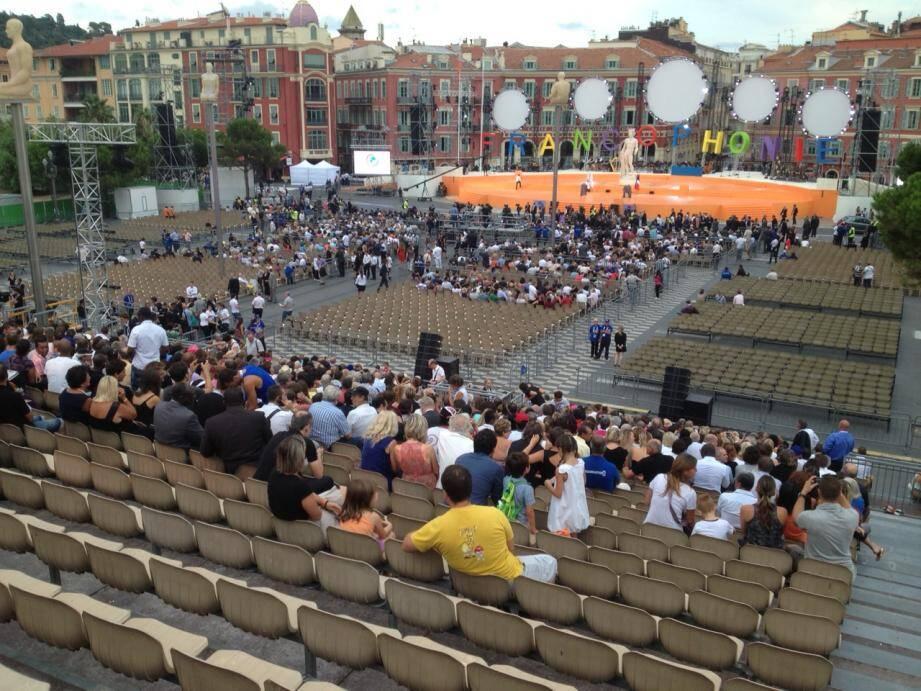 La cérémonie d'ouverture des Jeux de la Francophonie, sur la place Masséna à Nice samedi soir, n'était pas un succès populaire...