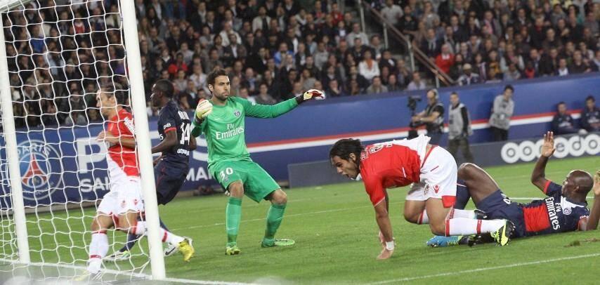 Falcao a répondu à Ibrahimovic. Les deux ogres de la Ligue 1 et leurs attaquants vedettes se quittent dos à dos (1-1). L'AS Monaco reste leader, devant le PSG.