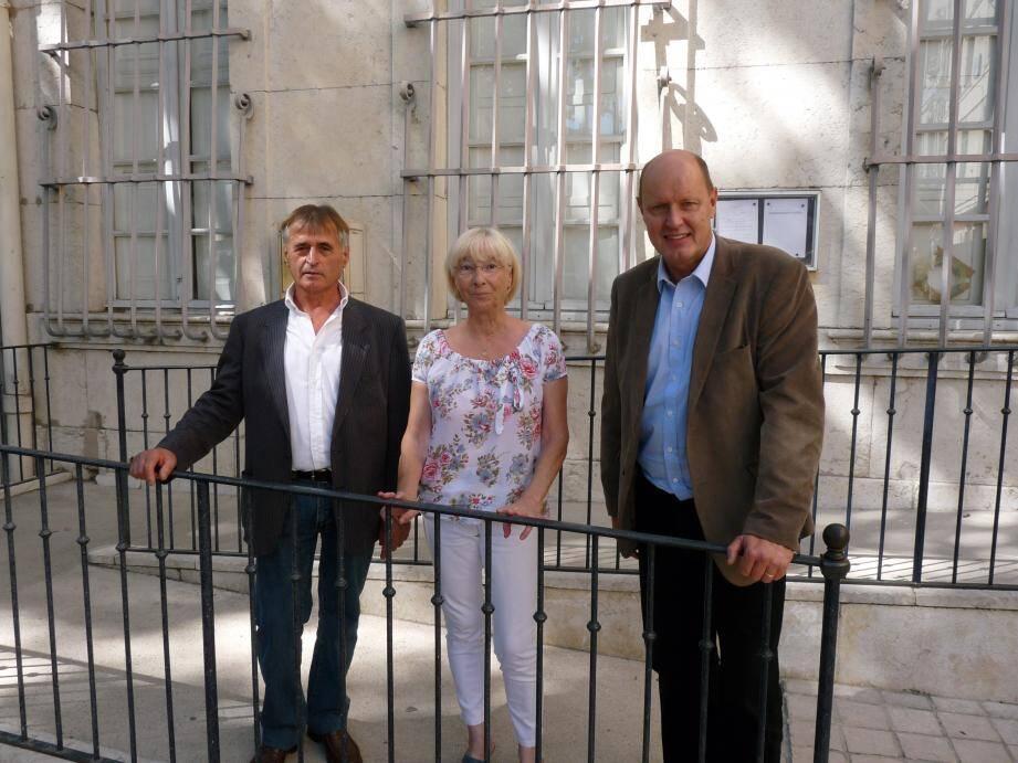 Le fondateur et président du parti de la France (PdF) Carl Lang (à droite) est venu apporter son soutien à Jean-Paul Dispard et sa suppléante Martine Maquet.
