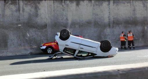 Une voiture sur le toit et deux blessés légers sur l'A8, à hauteur de Saint-Laurent-du-Var