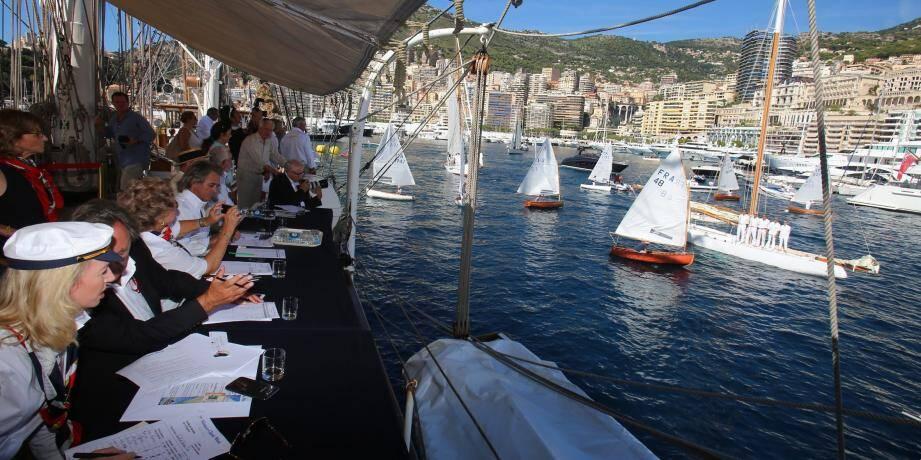 Ce samedi, se tient un concours d'élégance dans le port Hercule, dans le cadre de la onzième Classic Week. Une cinquantaine de bateaux est jugée.