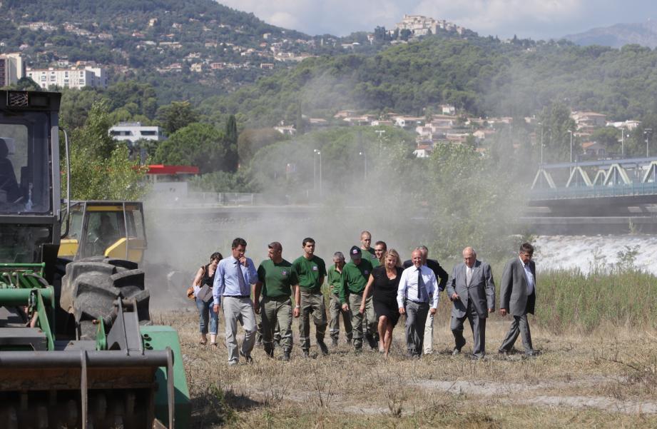 Lundi après-midi, visite sur le chantier des élus : Eric Ciotti, Alain Frère, Jean-Pierre Mascarelli, Anne Sattonnet, Isabelle Bres et Bernard Baudin. Les engins ont débuté l'abattage des arbres. Les travaux dureront jusqu'en novembre.