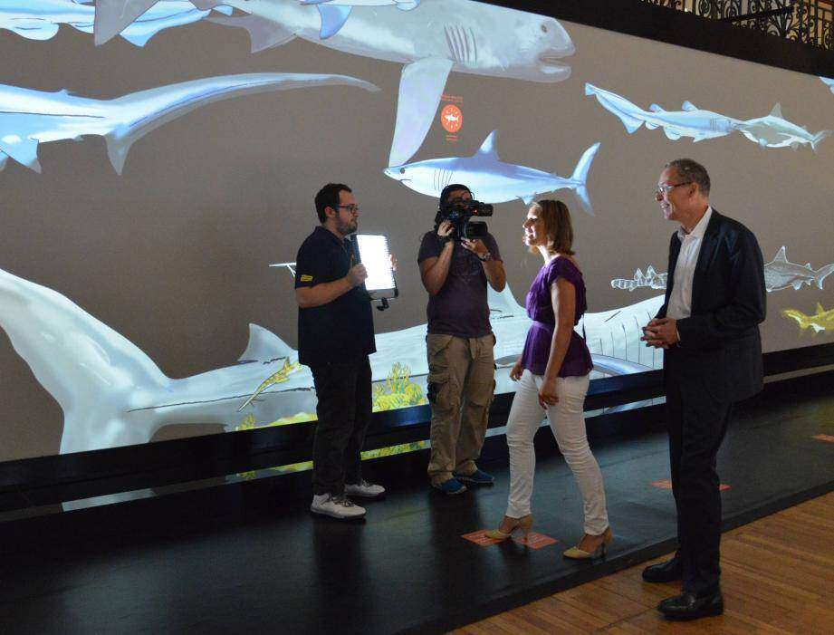 La chaîne documentaire est venue filmer l'exposition événement consacrée aux requins. La présentatrice, Stéphanie De Muru, a aussi pu interviewer Robert Calcagno, directeur de l'Institut océanographique.