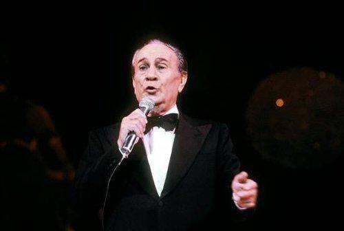 Photo prise le 05 novembre 1982 au Casino de Paris, du chanteur et comédien français Tino Rossi. - AFP/Archives © 2013 AFP