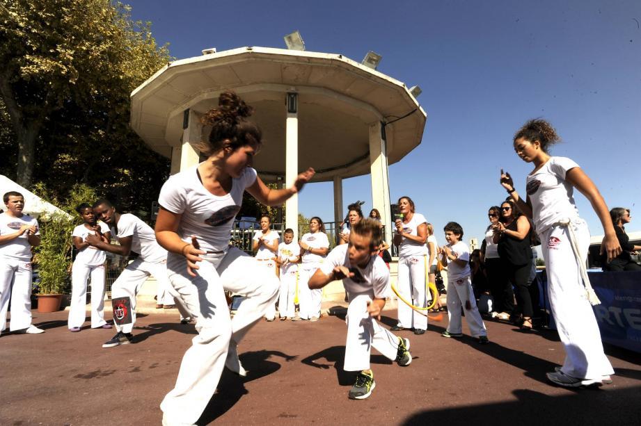 Les élèves d'Abada Capoeira de Grasse ont assuré un spectacle de haute volée en se lançant dans un combat virtuel mêlant danse et art martial brésilien.