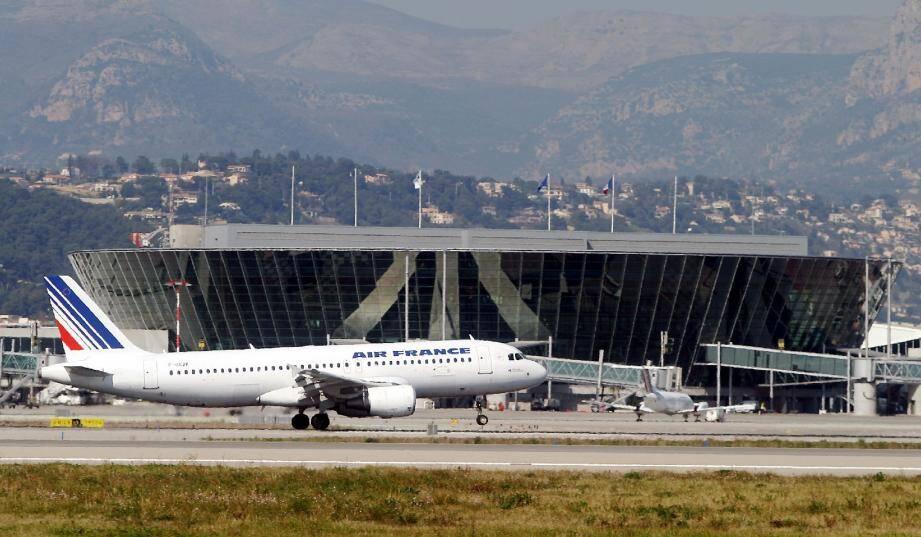 Air France s'apprêt à supprimer 104 emplois à Nice.