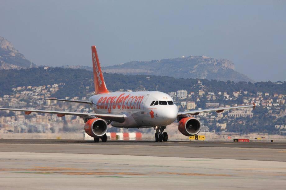Un avion Easyjet sur le tarmac de l'aéroport de Nice