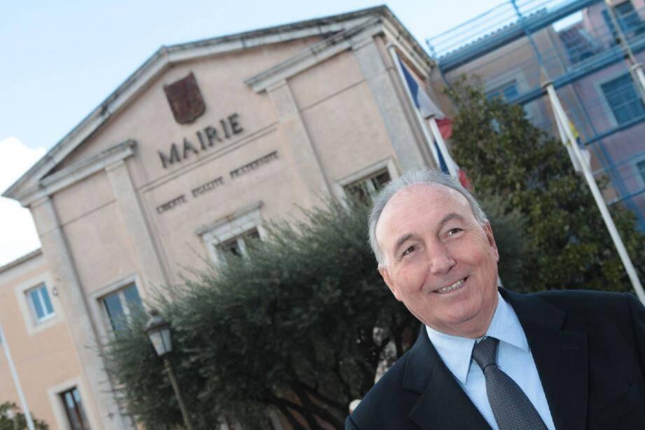 Georges Ginesta, député-maire de Saint-Raphaël et président départemental de l'UMP.