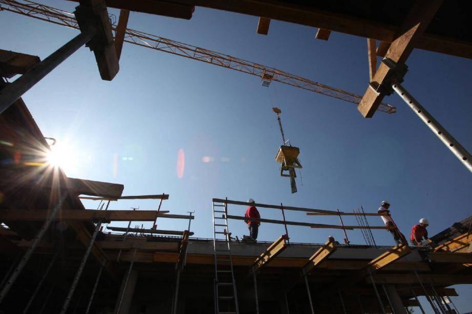 Le BTP représente 13 % des emplois et annonce -20 % dans le gros œuvre des maisons individuelles et des petites entreprises en difficulté.