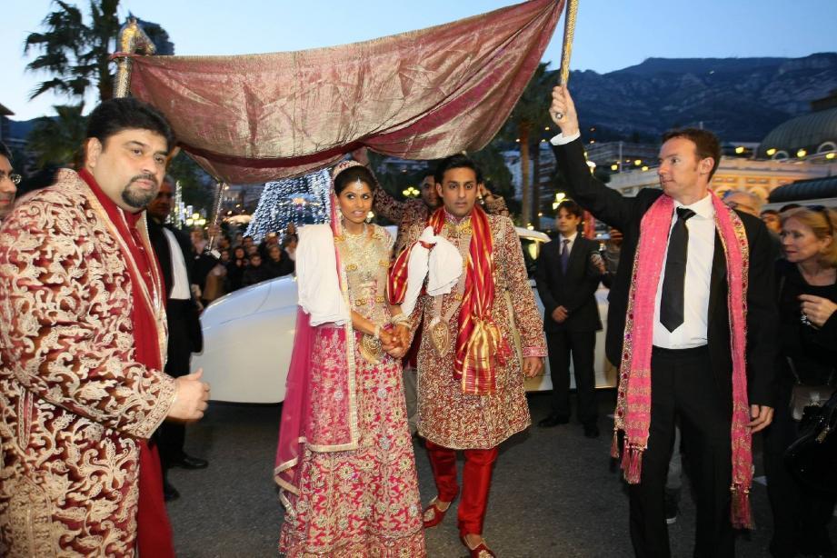 Après Monaco en 2001, Cannes accueille un fastueux mariage indien à la mi-octobre sur la Croisette. Il paraît qu'un autre serait en préparation. Mais pas avec les mêmes !
