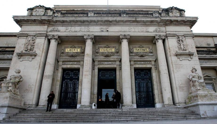 Un juge des libertés et de la détention (JLD) du tribunal de grande instance de Toulon a estimé qu'il présentait suffisamment de garanties de représentation.