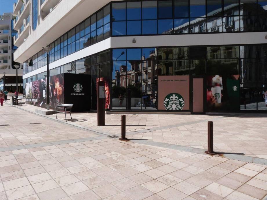 Le géant du café Starbucks devra rivaliser avec le salon de thé cosy d'Emilie's Cookies.