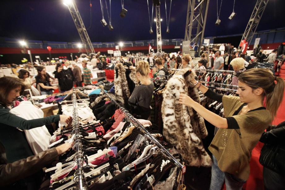 Une trentaine de magasins proposeront leurs « bonnes affaires » sous le chapiteau.
