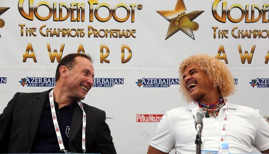 Retrouvailles chaleureuses entre Jean-Pierre Papin et Carlos Valderrama, hier au Sportel.