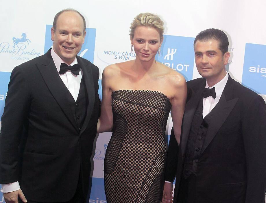 Emmanuel Falco avec le couple princier lors du gala de l'association Monaa en novembre 2012.