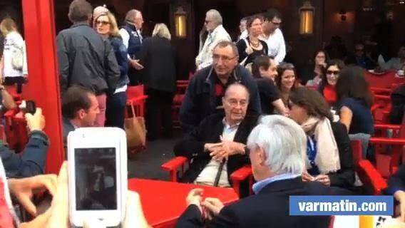 Jacques Chirac prend son bain de foule dominical à Saint-Tropez