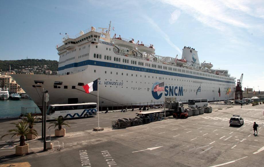Si l'insalubrité du bateau de la SNCM où dormaient des centaines d'athlètes a été vertement critiquée, la presse internationale s'est aussi fait l'écho de nombreux autres couacs.