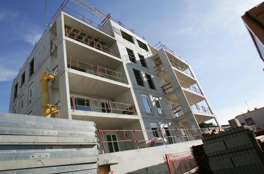 Au premier semestre 2013, le nombre de construction de logement en PACA a baissé de 46%