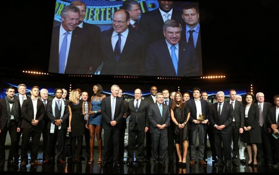 Le souverain monégasque et les sportifs de renom se sont tous retrouvés sur la scène de la salle Prince-Pierre, au Grimaldi Forum, pour féliciter le travail des réalisateurs.